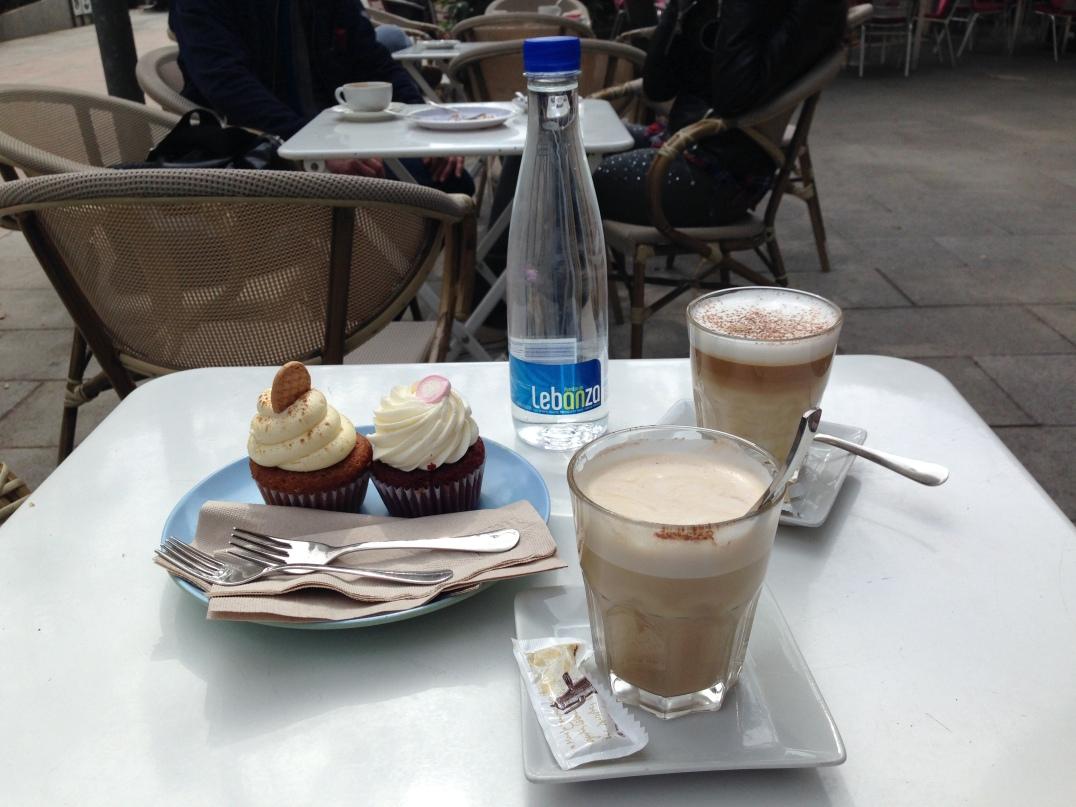 Red Velvet Cupcake + Crema Catalana Cupcake + Lattes